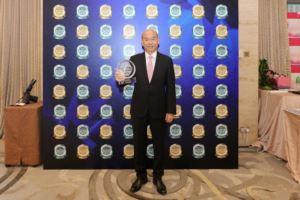 中原地產亞太區副主席兼住宅部總裁陳永傑先生代表接受殊榮。