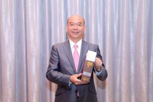 中原地產亞太區副主席兼住宅部總裁陳永傑先生代表中原接受殊榮。