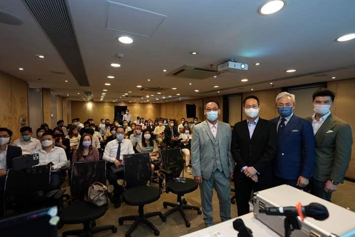 中原精英會會長李巍先生(右二)與「香港驗樓師學會」代表合照