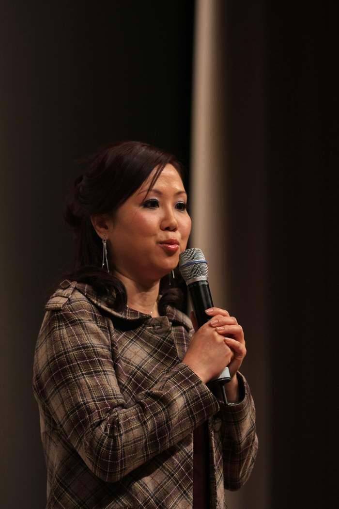 2008年度最多單數獎冠軍Isabella Ip 以歌聲表達對中原地產的感情。