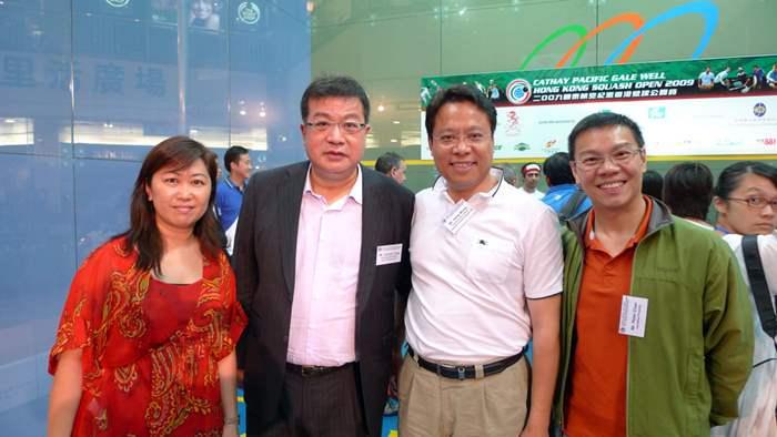 紀惠集團行政總裁湯文亮先生與黃偉雄、陳叔仲及何淑貞。