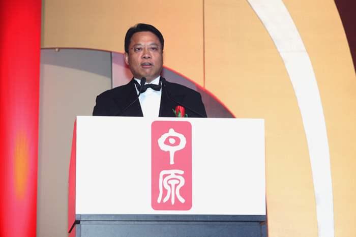 中原地產港澳總裁黃偉雄表示今年繼續中港聯動,希望同事繼續努力,今年再創佳績。