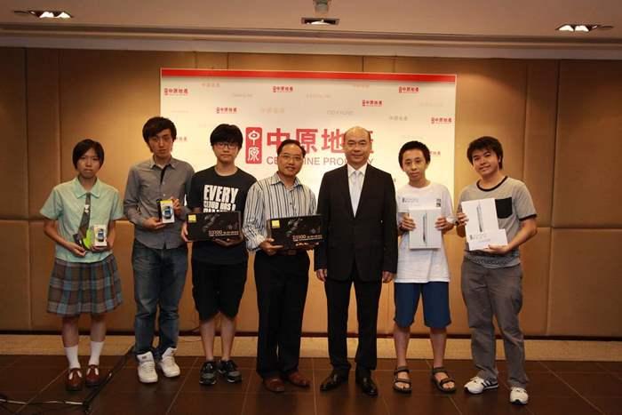 中原地產住宅部亞太區董事總經理陳永傑與攝影比賽的得奬者大合照