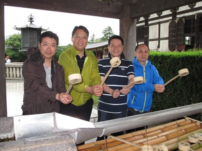 主管們到奈良東大寺參觀。