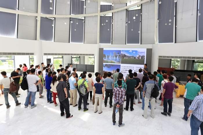 精英參觀了多個商業項目展覽廳。