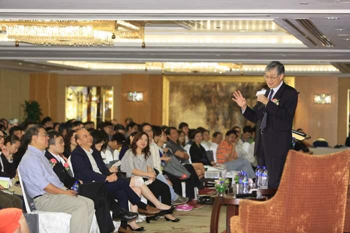 三百多名貴客參加,座無虛席。