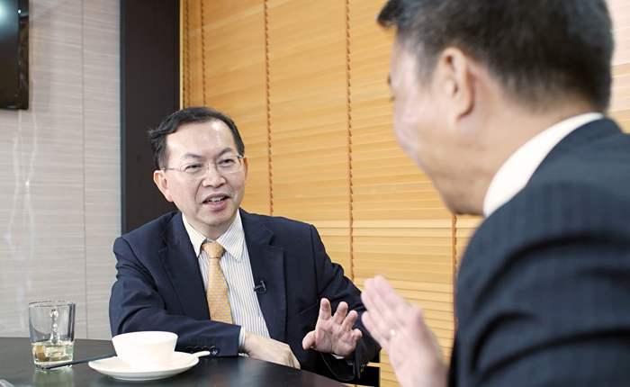 邱氏細說起初經營玩具廠到晉身物業投資的發展歷程,並分享了近年餐飲投資的新概念