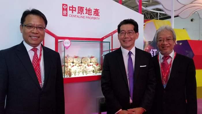 中原亞太區主席兼行政總裁黃偉雄(左1),商務及經濟發展局局長蘇錦樑JP(中),香港品牌發展局主席黃家和(右1)