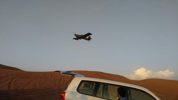 驅車期間,見軍用機於上空來回掠過。