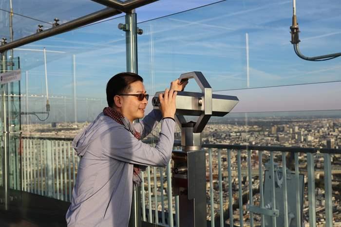 要俯瞰巴黎全景,精英主管選擇到蒙帕纳斯大厦觀景台。