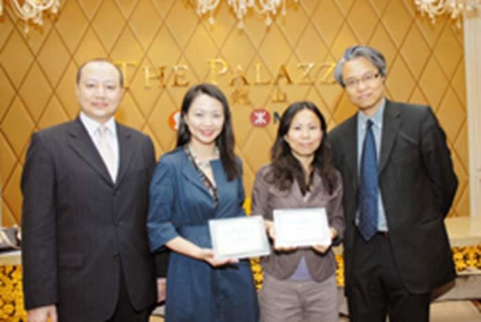 信和置業營業及市場部副總經理劉貴玉更親自到場。匯知校方為表謝意,校長更向信和及中原精英會致送紀念品。