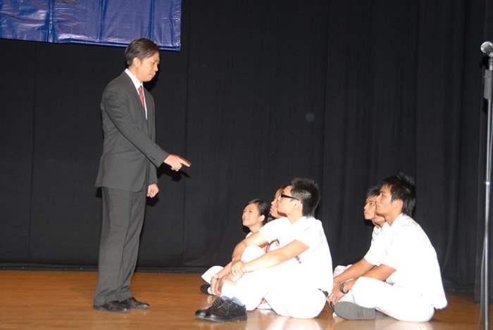由博愛醫院鄧佩瓊紀念中學主持的學生分享以短劇形式表達,並邀請他們的導師馬志權先生友情客串。