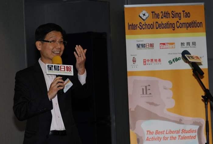 郭Sir提醒學生,公開演說時要顧問眼神接觸及表情動作,令演說更傳神。