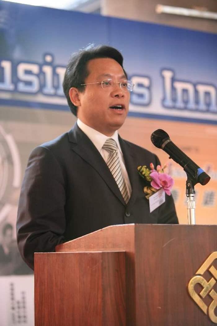 中原地產董事總經理黃偉雄先生讚揚香港人極具創意,並鼓勵同學要勇於創新。
