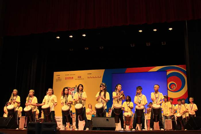 中原贊助的「無限可能『爆SEED』、『升呢』大行動」大匯演於日前順利舉行,「非洲鼓」學員為匯演打開序幕。