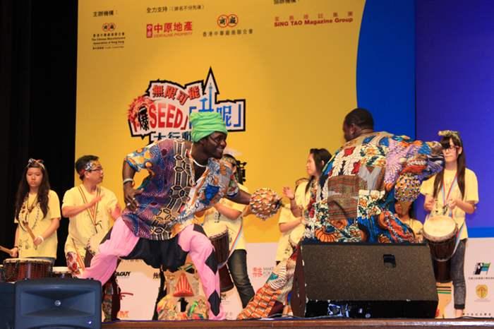 來自北非的鼓手也跟學員們一起表演,倍添精彩。