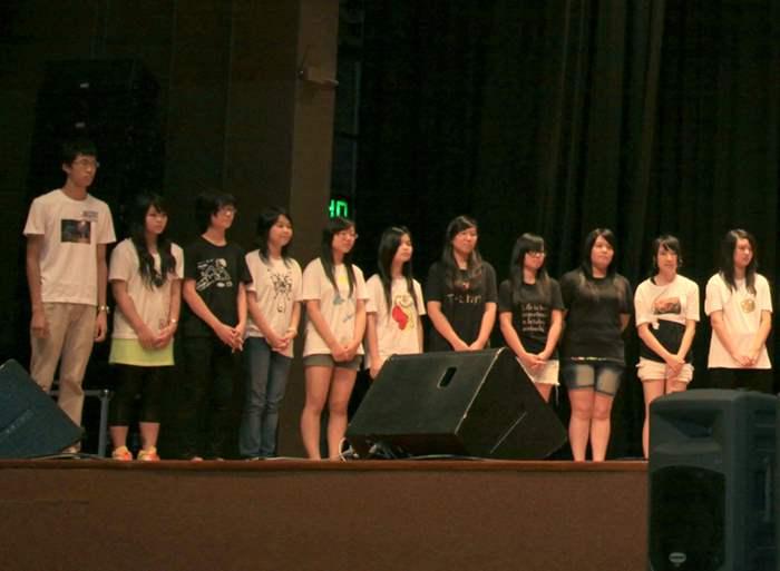 「DIY潮流T-shirt設計」學員為多個課程學員設計T-shirt,更在台上身穿自己獨一無二的設計。