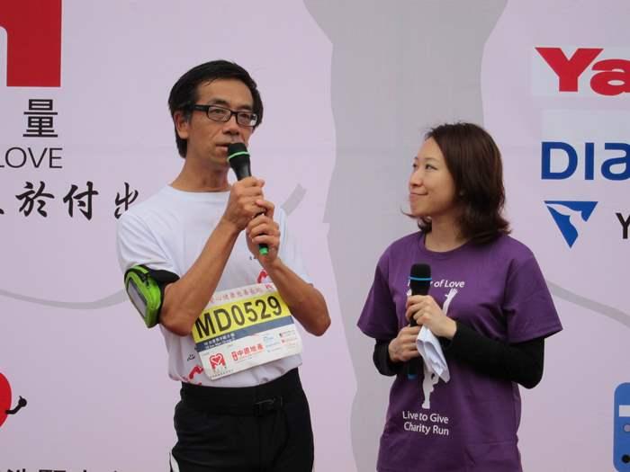 (左)成功換腎的陳國明先生,體魄回復當年勇,並順利完成10公里賽事。