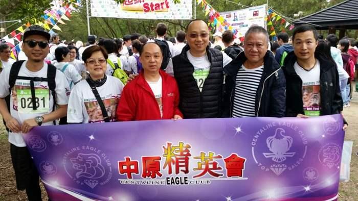 中原精英會會長林偉文(右三)及副會長陳華勝(右二)率領一眾精英會成員參加「登山善行」活動。