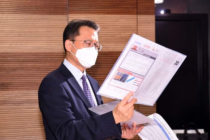 中原地產亞太區主席兼行政總裁黃偉雄先生亦獲邀作為評審之一,大讚作品出色具創意。