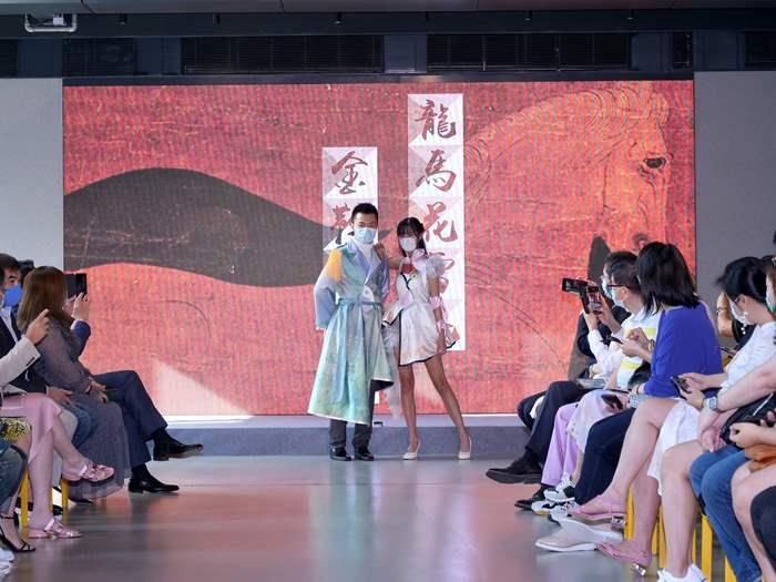 中原贊助 中學生嘗自家設計時裝行show滋味