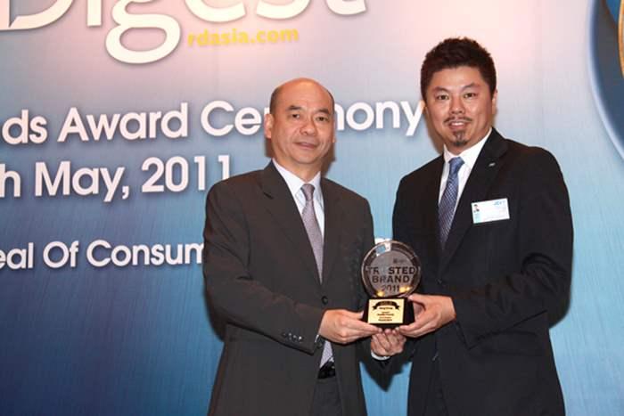 頒獎禮上由國際青年商會香港總會會長李騰駿先生頒發獎座,並由中原地產住宅部亞太區董事總經理陳永傑先生代表接受