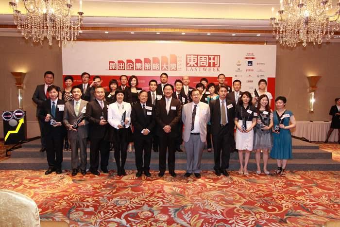 陳永傑先生與各得獎者大合照。