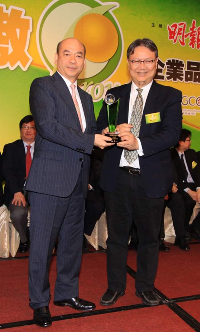 中原地產住宅部亞太區董事總經理陳永傑代表接受「評審團大獎」。