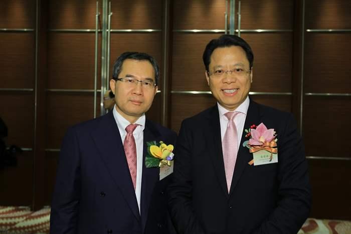 香港品牌發展局副主席吳清煥先生(左)