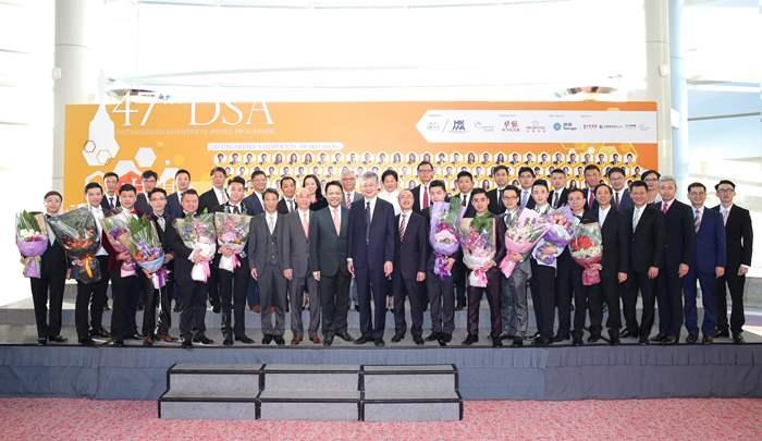 第47屆傑出推銷員頒獎典禮日前假會展舉行,一眾中原地產管理層與精英分享努力成果。