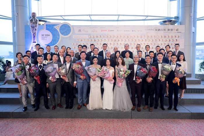 一眾管理層出席支持12名傑出推銷員得獎精英。