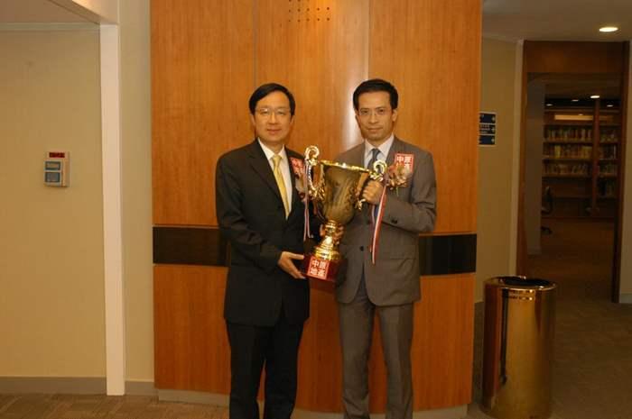 中原豪宅STATELYHOME九龍豪宅首席分區聯席董事梁瑋麟及雷霆先生合照。