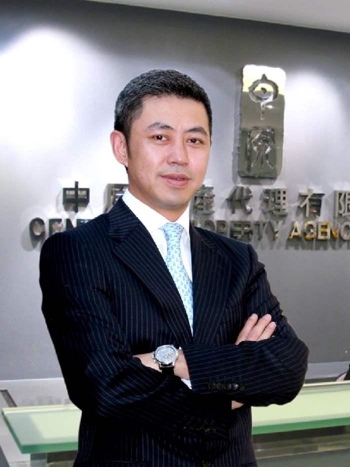 中原地產營業董事李巍帶領西半團隊屢創佳績,目前營業金額已逾一億元。