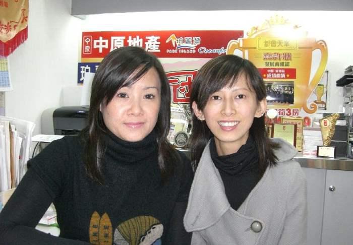 圖: 「青衣城Twins」Shelon(左)及 Tammy(右)