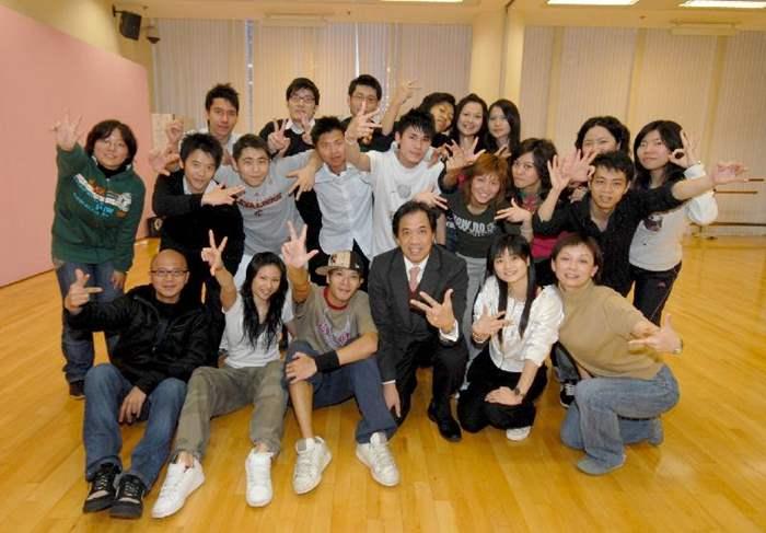 圖:中原新界區選出18名精英表演勁歌熱舞誓奪冠軍。第一排左一為余志文,右三為程尚傑