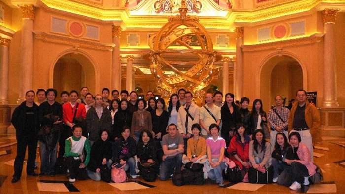 中原地產高級營業董事何兆棠(Louis Ho) 帶領旗下山頂南及愉景灣團隊前往澳門玩樂之旅。