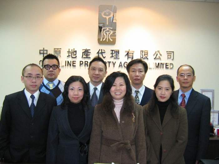 中原地產淺水灣分行同事於12月獲最高營業額分行亞軍